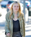 Dakota Fanning / Michael Sheen - Imagenes/Videos de Paparazzi / Estudio/ Eventos etc. - Página 2 02a059105442719