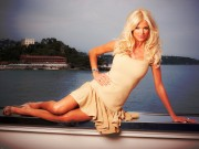 Victoria Silvstedt : Hot Wallpapers x 3