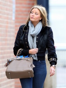 Холли Вэлэнс, фото 802. Holly Valance - Tight Jeans - Dance Studios in London 20-10-2011, foto 802
