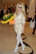 Памела Андерсон, фото 4995. Pamela Anderson arrival at Vienna International Airport, march 4, foto 4995