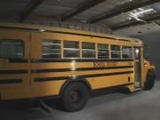 Colegiala garganta profunda y cogiendo en el bus del colegio