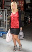 Kate Gosselin leaving Regis and Kelly (2010-09-10)
